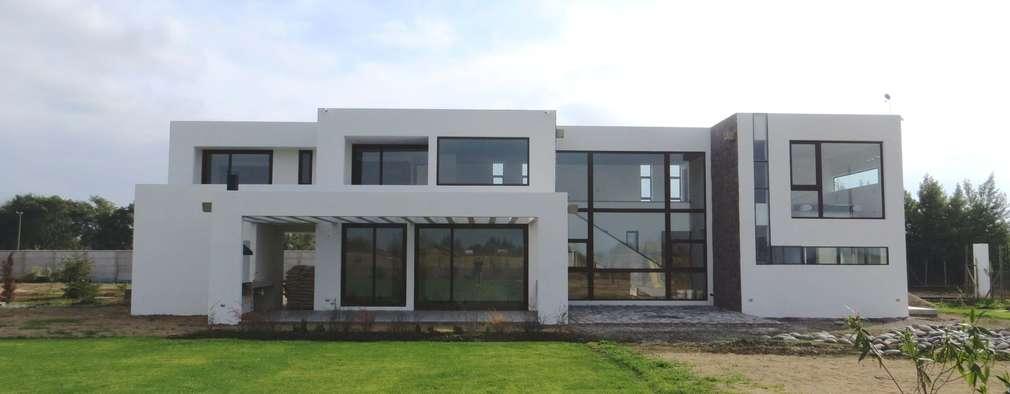 modern Houses by Moreno Wellmann Arquitectos