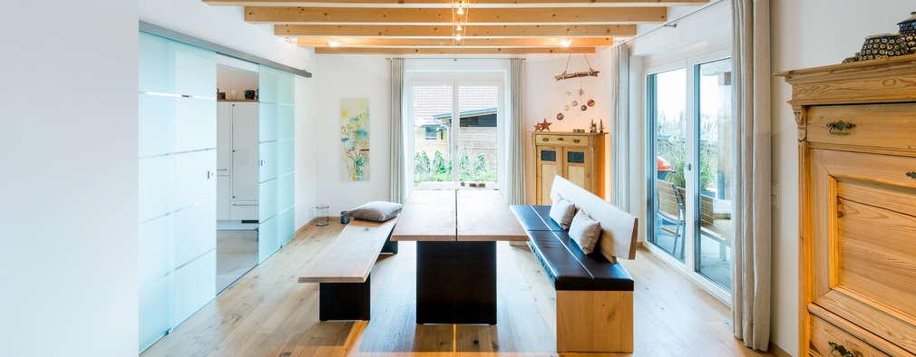 Schick und klassisch: Einfamilienhaus mit viel Holz