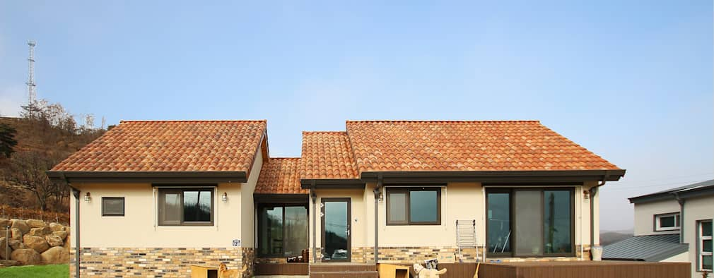 Projekty, nowoczesne Domy zaprojektowane przez 로이하우스