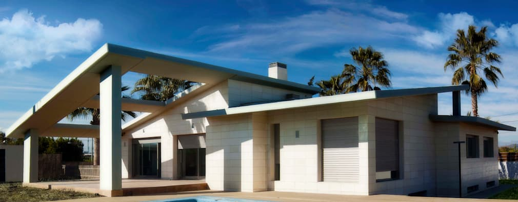 Abierto al Exterior: Casas de estilo minimalista de antro
