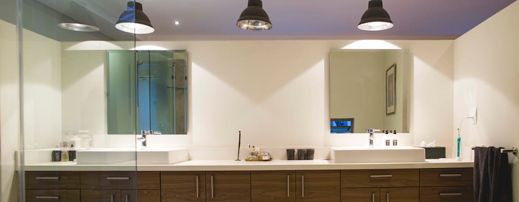 House Pont: modern Bathroom by Swart & Associates Architects