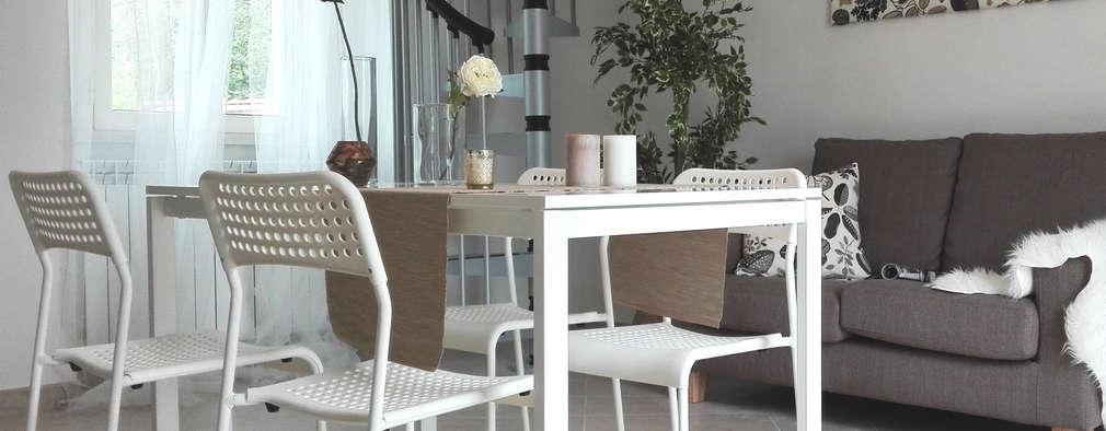 HOME STAGING IN  UN BILOCALE  DUPLEX  : Soggiorno in stile in stile Moderno di Sonia Santirocco architetto e home stager