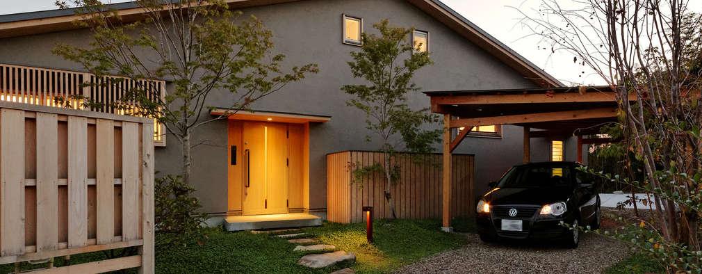 外観(玄関側): 磯村建築設計事務所が手掛けた家です。