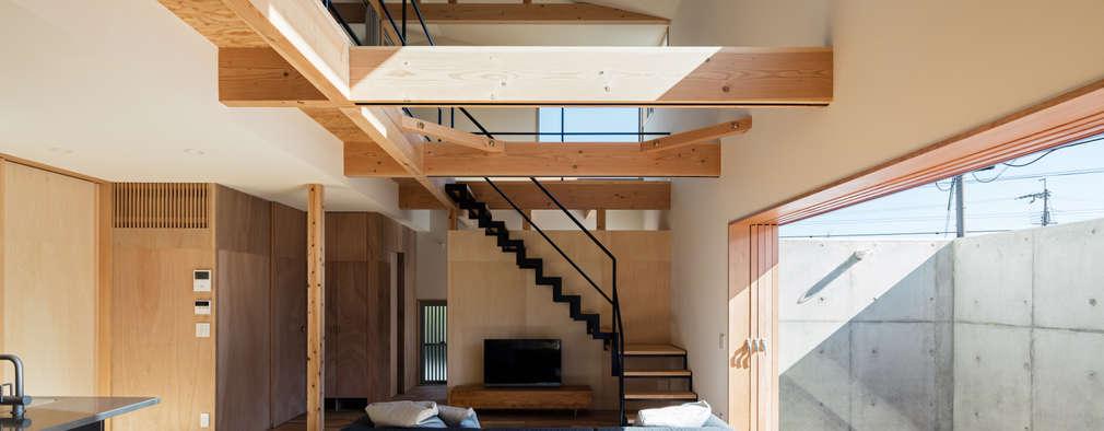 S-house: coil松村一輝建設計事務所が手掛けたリビングです。