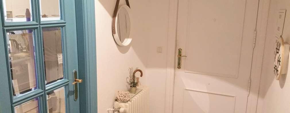 Pasillos y vestíbulos de estilo  por iProperty Design - Home Staging & Soluciones inmobiliarias