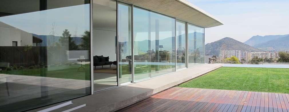 CASA CLAVEL: Casas de estilo minimalista por surarquitectura