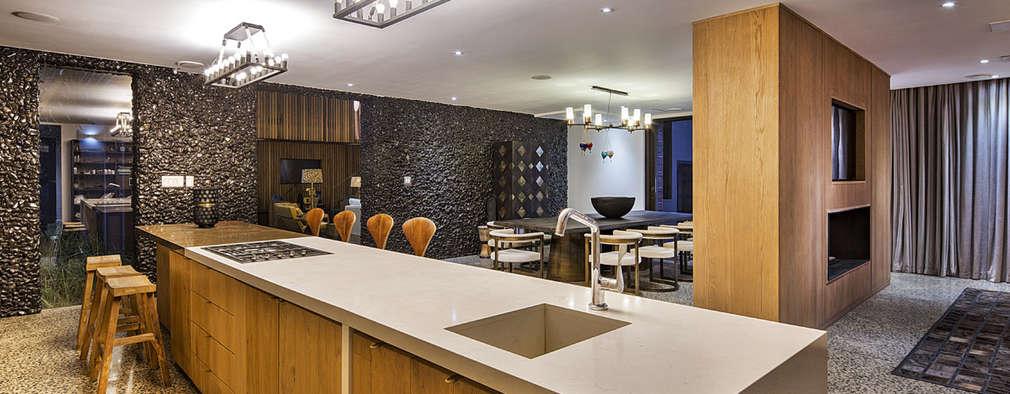 House Umhlanga: modern Kitchen by Ferguson Architects