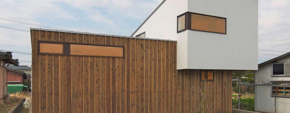 アウトドアが日常になる中庭を囲む家: 加藤淳一級建築士事務所が手掛けた家です。