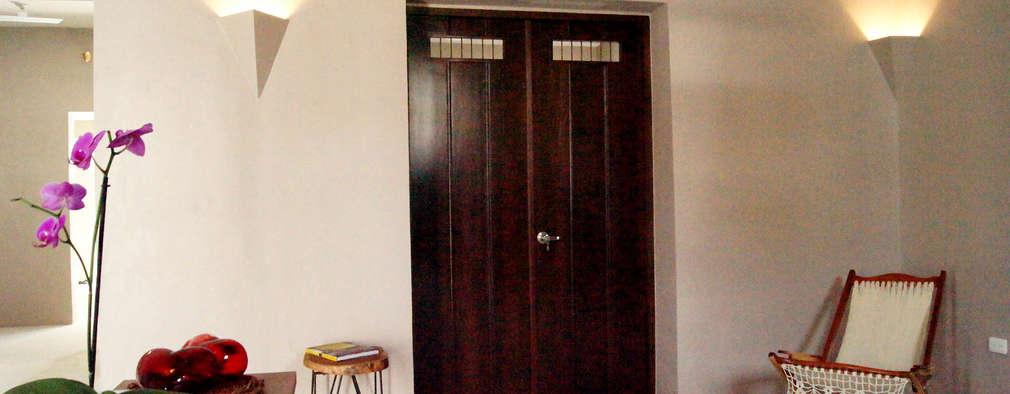 Puerta de acceso a recámara: Ventanas de madera de estilo  por Quinto Distrito Arquitectura