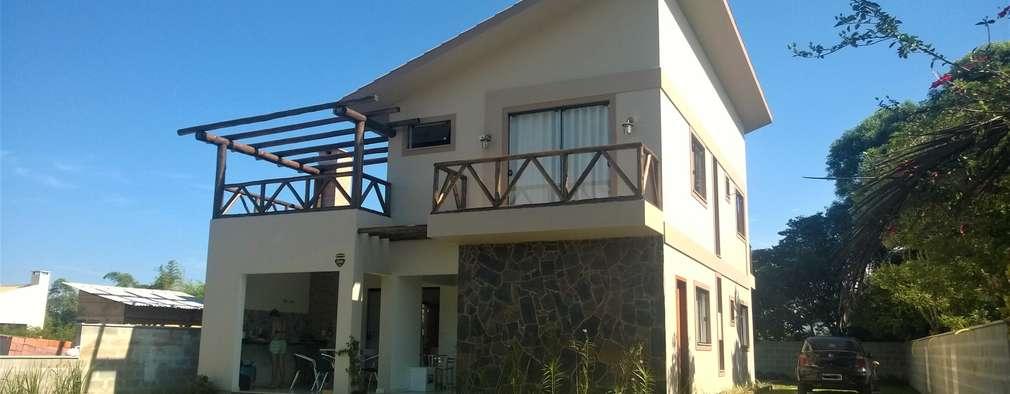 Casas de estilo moderno por CASA+ Arquitetura