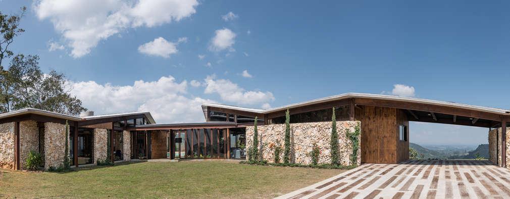 Exterior 2: Casas de estilo rural por OPUS
