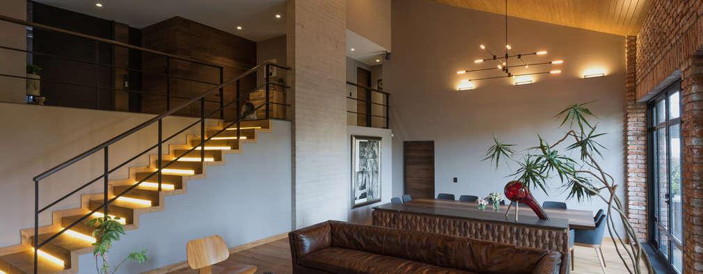 Salas / recibidores de estilo moderno por ARCO Arquitectura Contemporánea