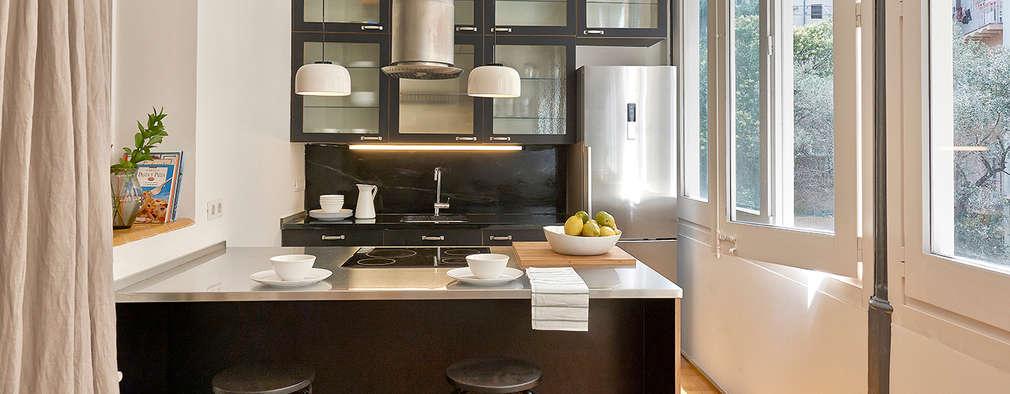 Cozinhas modernas por THE ROOM & CO