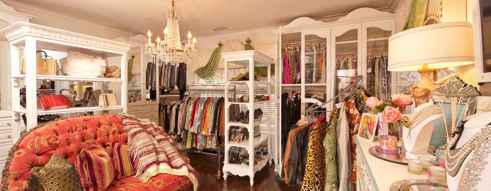 Walk In Closet: classic Dressing room by Kellie Burke Interiors