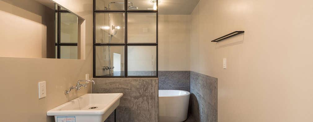 2人のアイアン作家がつくる家: 東涌写真事務所が手掛けた浴室です。