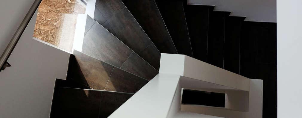 Gang en hal door Resonator Coop Architektur + Design