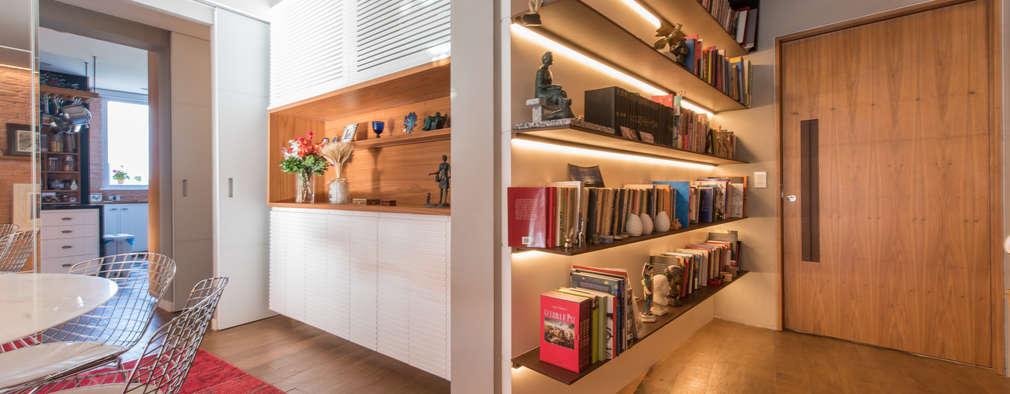 Pasillos, vestíbulos y escaleras de estilo moderno de Espaço Tania Chueke