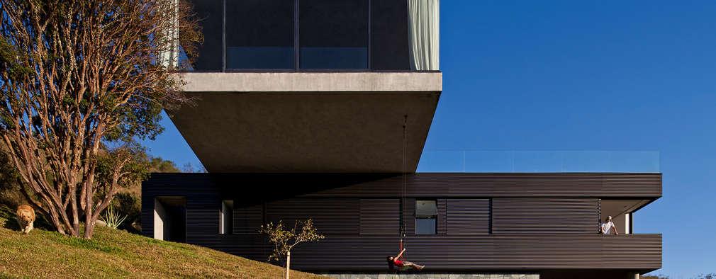 Vista externa: Casas familiares  por Play Arquitetura