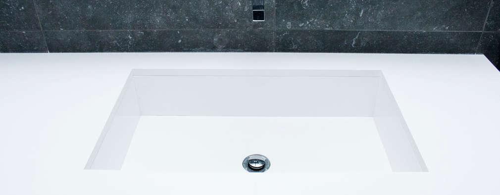 B & W: Casas de banho modernas por ORCHIDS LOFT