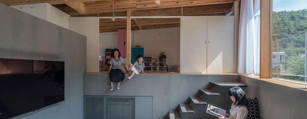 リビングと子供部屋: KEITARO MUTO ARCHITECTSが手掛けたリビングです。