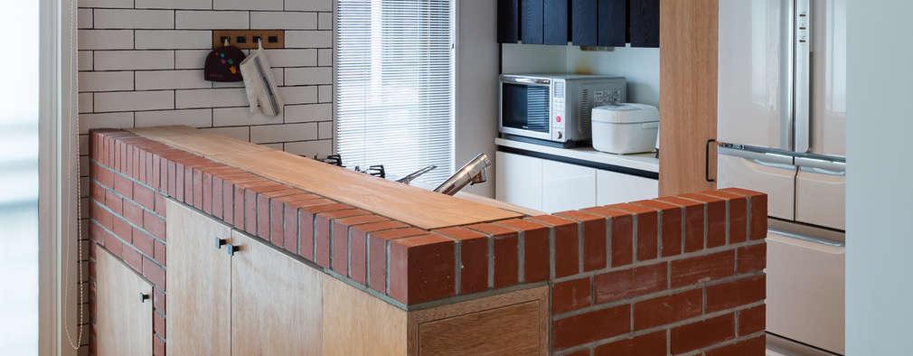 Cocinas de estilo escandinavo por 内海聡建築設計事務所