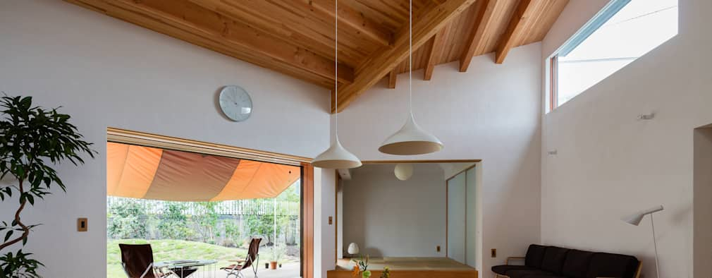 1F LDK: 内海聡建築設計事務所が手掛けたリビングです。