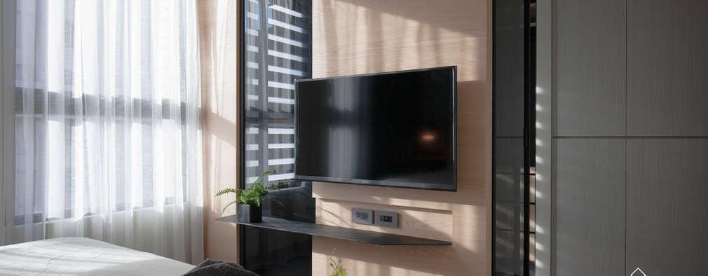 臥室電視牆:  臥室 by 極簡室內設計