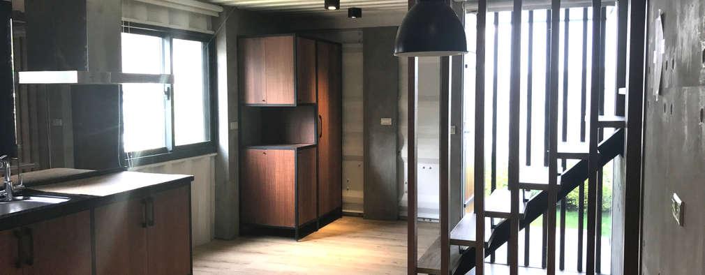 Cocinas de estilo industrial por 石方室內裝修有限公司