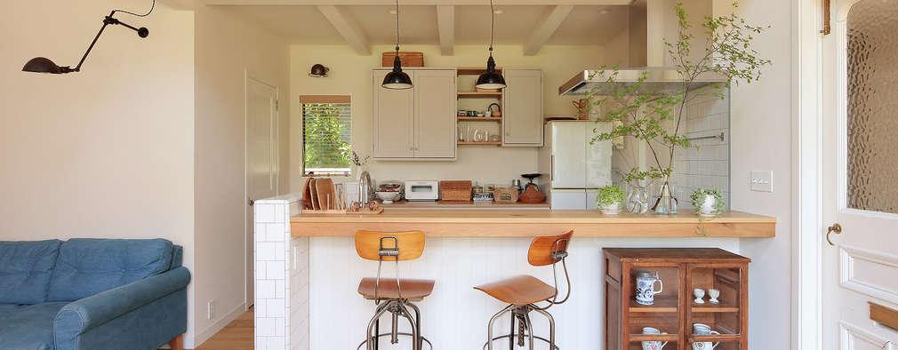 キッチン: こぢこぢ一級建築士事務所が手掛けたシステムキッチンです。