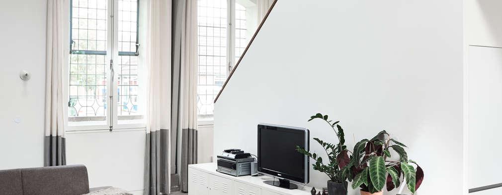 Salon de style de style Moderne par MINT Architecten
