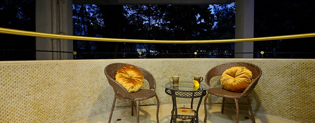 Matunga Apartment:  Terrace by Fourth Axis Designs