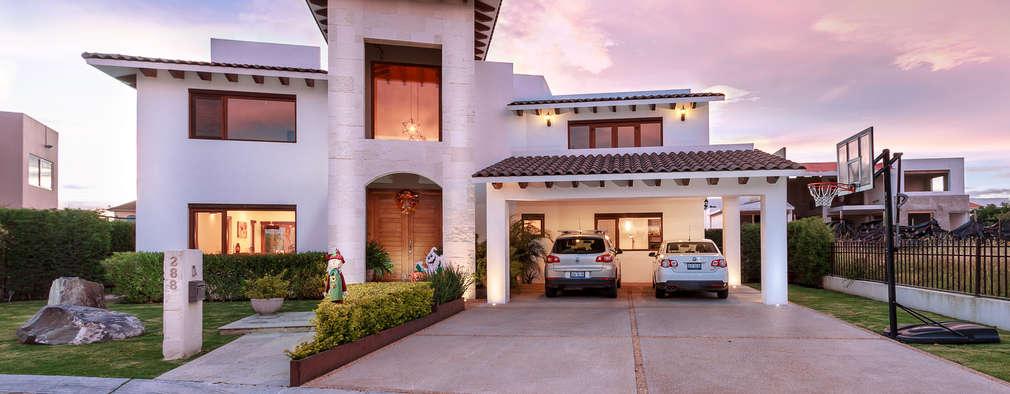 Mexicana y llena de estilo esta casa te va a encantar for Fachadas de casas estilo moderno