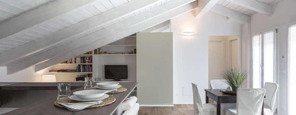 Una piccola mansarda moderna a bologna for Arredare sottotetto basso