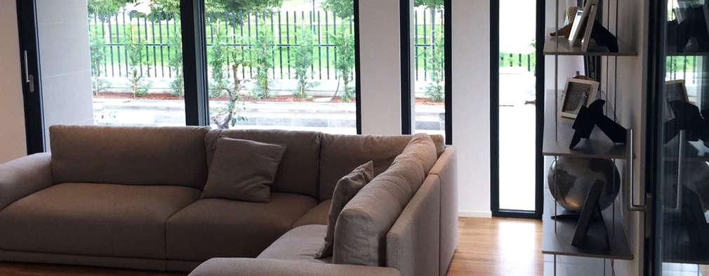 Villa moderna in legno: Soggiorno in stile in stile Moderno di Marlegno