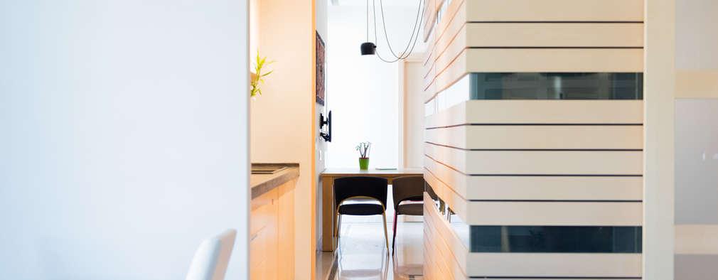 Soggiorno-angolo cottura: Soggiorno in stile in stile Moderno di VITAE DESIGN STUDIO