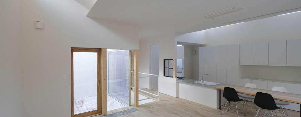 山の手コートハウス: 一級建築士事務所 Atelier Casaが手掛けたリビングです。