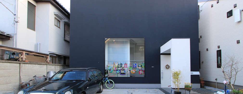 黒のハコ型外観: 石川淳建築設計事務所が手掛けた木造住宅です。