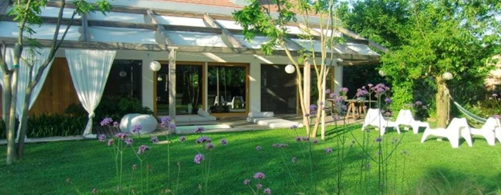 Casa in legno nella campagna veneta: Villa in stile  di Woodbau Srl