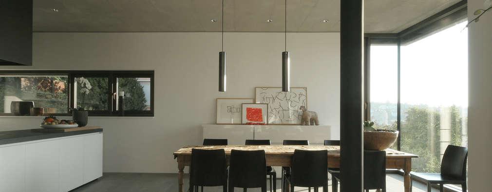 Einfamilienhaus Stuttgart: moderne Esszimmer von blocher partners