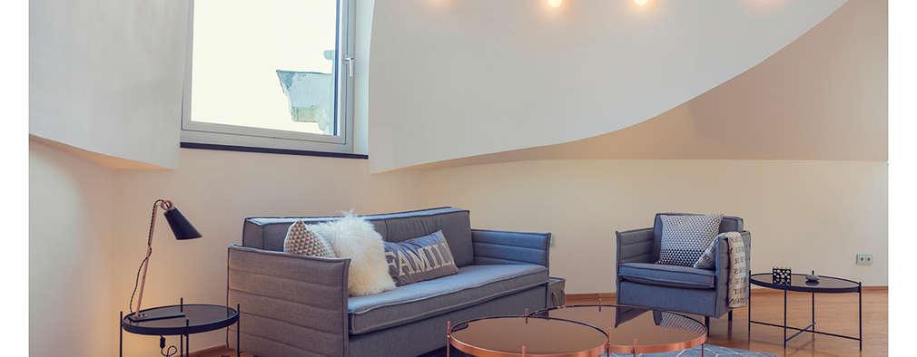 Home Staging einer Wohnung in 1140 Wien die zu VERKAUFEN ist !!!: moderne Wohnzimmer von VIENNA HOME STAGING