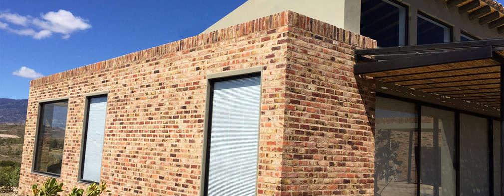 Casa DV: Casas de estilo moderno por AMR ARQUITECTOS