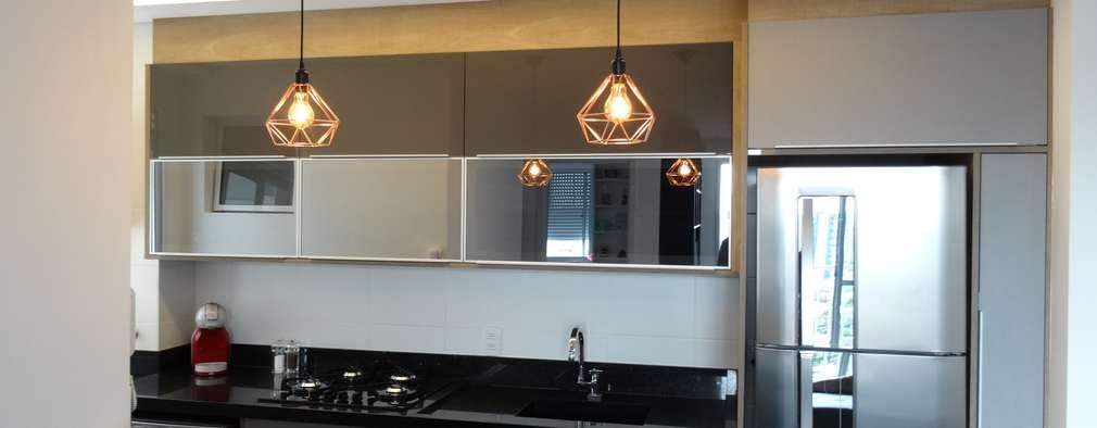 Cozinha Apartamento no Taquaral: Armários e bancadas de cozinha  por Ambiento Arquitetura