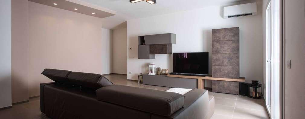 Salas / recibidores de estilo moderno por Progettolegno srl