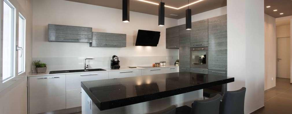 Villa Elisabetta, cucina: Cucina attrezzata in stile  di Progettolegno srl