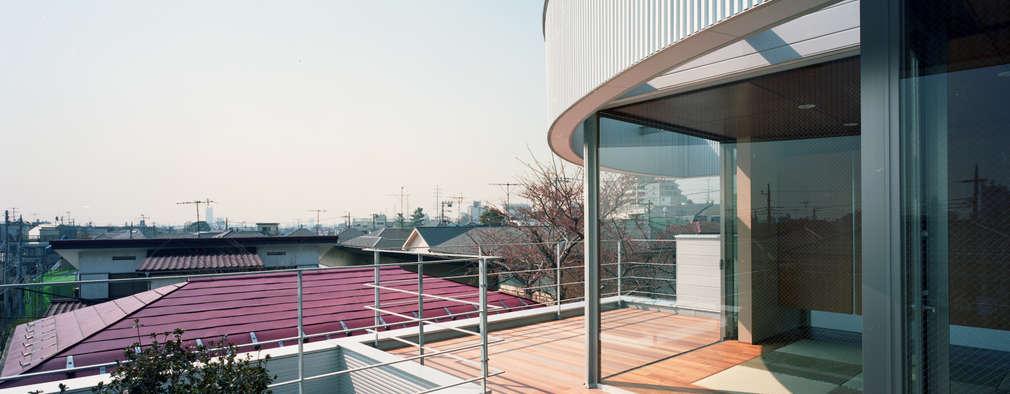 コーナーガーデンの家: 西島正樹/プライム一級建築士事務所 が手掛けたリビングです。