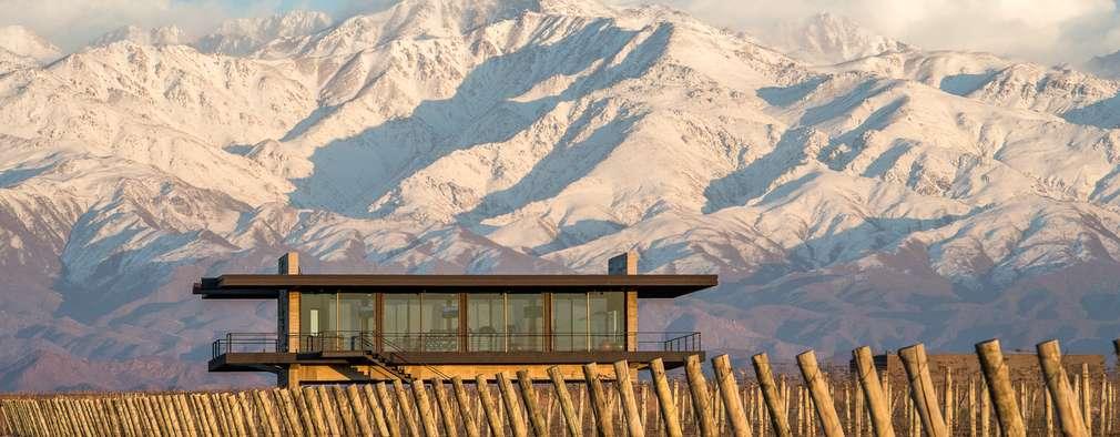 The Vines Resort & Spa | Gym : Hoteles de estilo  por Bórmida & Yanzón arquitectos