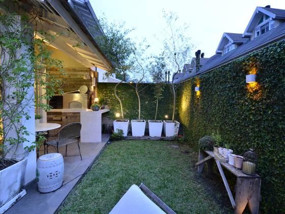 jardines de estilo moderno por tania bertolucci de souza arquitetos associados - Iluminacion De Jardines