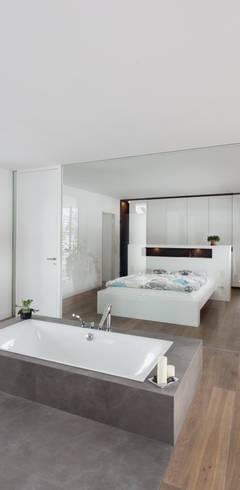Salle de bains de style  par wukowojac architekten