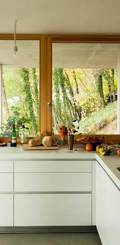 Cocinas de estilo  por GIAN SALIS ARCHITEKT
