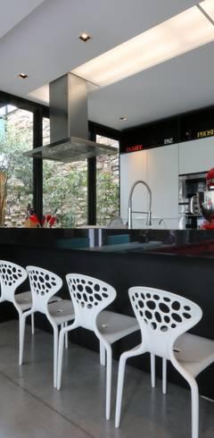 Cocinas de estilo  por ZAAV Arquitetura